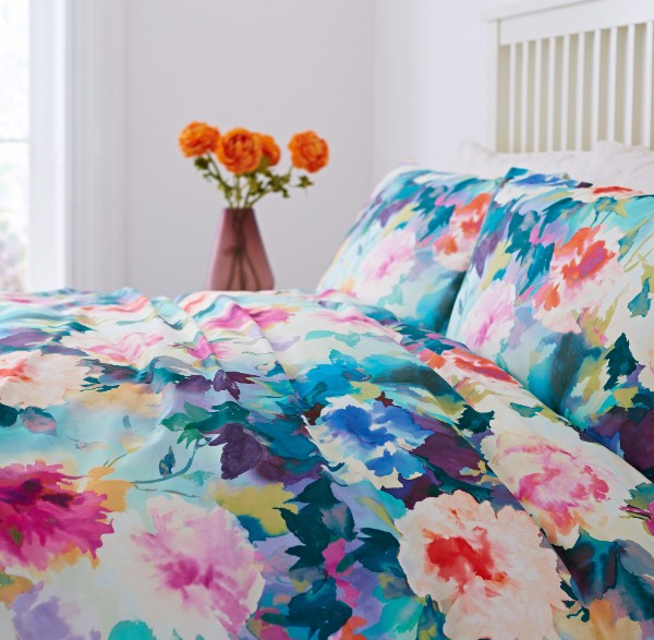 oversized florals duvet cover on trend