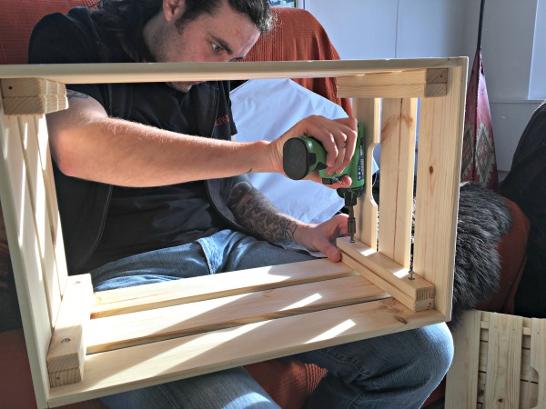 Putting together an Ikea Knagglig crate